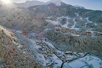Valmalenco (IT) - Vista aerea invernale di Lanzada e Caspoggio