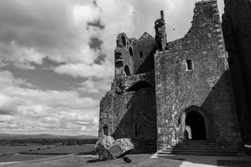 Irlanda, Rocca di Cashel, (Rock of Cashel), conosciuta anche come Rocca di San Patrizio (St. Patrick's Rock) o Cashel dei Re (Cashel of the Kings), è una suggestiva rocca vicina all'abitato di Cashel,