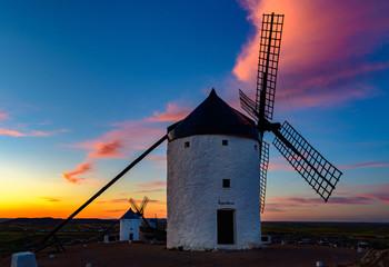 wiatrak na wzgórzu Consuegra, Kastylia La Mancha