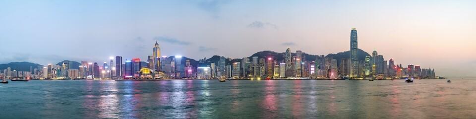 Fotomurales - Panorama view of Hong Kong skyline on the evening seen from Kowloon, Hong Kong, China.
