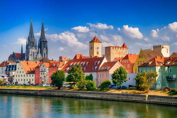 Regensburg mit Donau, Dom und Steinerner Brücke, Oberpfalz, Bayern