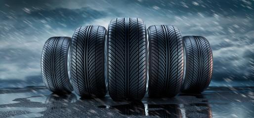 5 Reifen in Formation vor Regenwetter