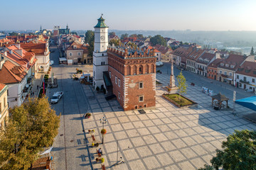 Sandomierz old city, Poland. Aerial view in sunrise light. Gothic city hall with clock tower and Renaissance attic and St Mary statue in the market Square (Rynek). One of the oldest towns in Poland. Fototapete