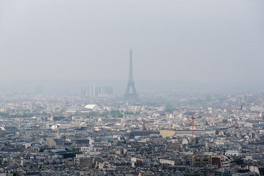 Contaminación en la Ciudad de Paris, al centro la Torre Eifel