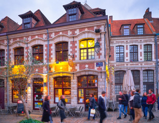 Papiers peints Europe du Nord Red brick houses with high windows in Lille, France