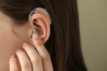 Woman with hearing aid, closeup Fototapete