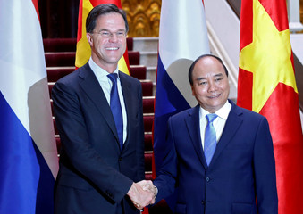 Dutch Prime Minister Mark Rutte shakes hands with his Vietnamese counterpart Nguyen Xuan Phuc in Hanoi