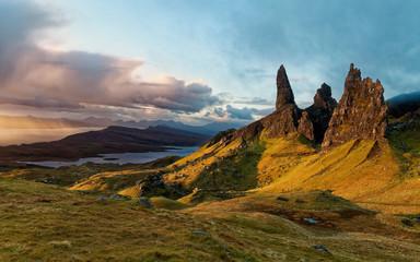 Sunrise over Old Man of Storr, Scottish Highlands Fototapete
