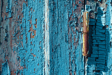 Photo sur Aluminium Coquillage Rusty window hinge on blue wood shutter with cracked and scratch. Horizontal grunge wood texture