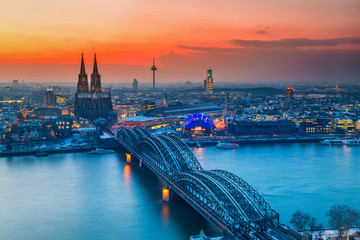 Cologne Cathedral and Hohenzollern Bridge at night, Germany Fototapete