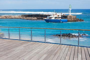Esplanade et entrée du port de Saint-Gilles, île de La Réunion