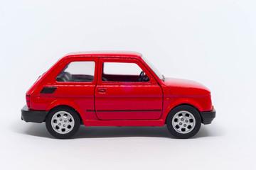 Obraz Model małego fiata 126p koloru czerwonego bokiem - fototapety do salonu