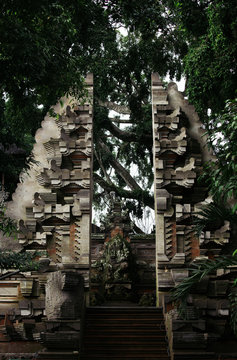 Grandiose entrance to an ancient Balinese temple