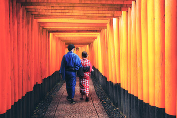 Autocollant pour porte Kyoto Kyoto, Japan Culture Travel - Asian traveler wearing traditional Japanese kimono walking in Fushimi Inari Shrine in the old town of Kyoto, Japan.