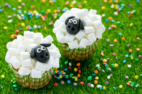 Easter sheep cupcakes , funny cakes shaped cute sheeps with marshmallow , creative idea Easter party treats for kids