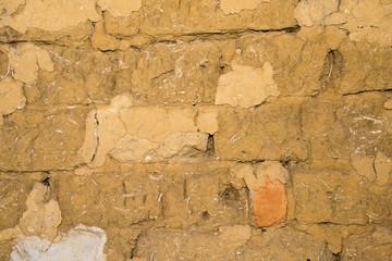 Foto auf AluDibond Alte schmutzig texturierte wand Adobe brick wall with worn-off plaster