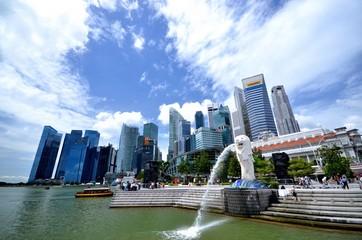 シンガポールのビルとマーライオン
