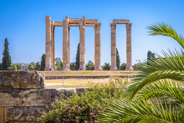 Fototapete - Temple of Olympian Zeus, Athens, Greece. It is one of the top landmarks of Athens. Famous Ancient Greek ruins in the Athens center in summer. Scenic view of remains of the antique Athens city.