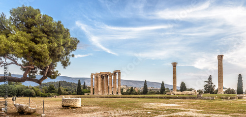 Fototapete Temple of Olympian Zeus, Athens, Greece. It is one of the top landmarks of Athens. Panorama of famous Ancient Greek ruins in the Athens center. Scenic view of remains of the antique Athens city.
