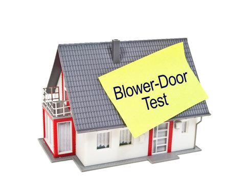 Haus mit Blower Door Test