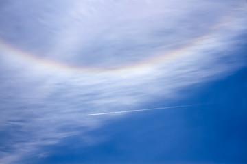 ハロと飛行機雲