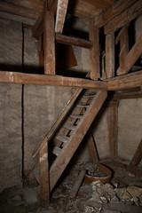 Obraz Piętra na strychu - fototapety do salonu