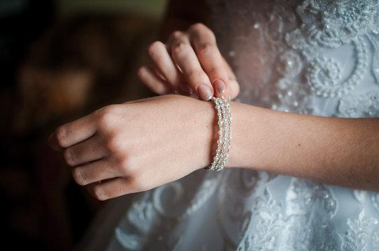 Bride wearing bracelet on the hand