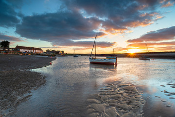 Fototapete - Burnham Overy Staithe a pretty fishing village on the Norfolk Coast