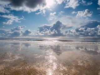 Wolkenlandschaft am Strand an der Nordsee