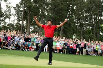 Tiger woods celebrates after winningthe 2019 Masters