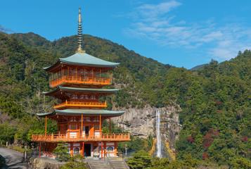 Fototapete - Scenic view of pagoda of Seiganto-ji Temple with Nachi no Taki fall in background at Nachi Katsuura, Wakayama, Japan