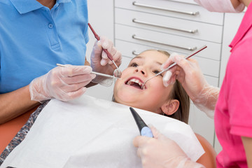 Kind bei Zahnuntersuchung, close up