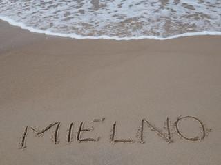 Obraz Plaża Mielno, tekst na plaży - fototapety do salonu