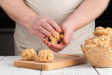 Raw diet chicken meatball cooking process