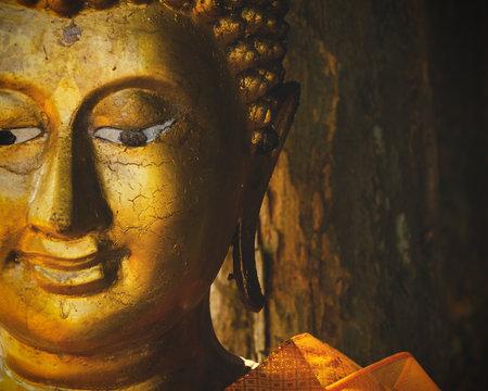testa di buddha dorata