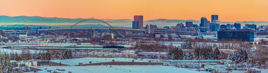 Fototapete - Snowy Panorama of Portland Oregon