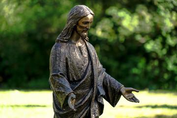 Jesus-Figur auf dem Friedhof