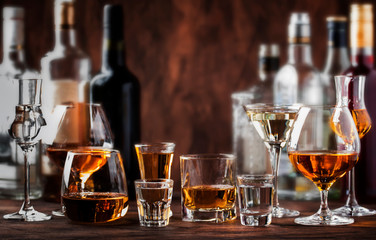Foto auf AluDibond Bar Strong Spirits Set. Hard alcoholic drinks in glasses in assortment: vodka, cognac, tequila, brandy and whiskey, grappa, liqueur, vermouth, tincture, rum.