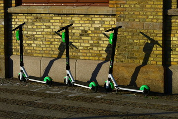 Fototapeten Scooter e scooters or electric kickbikes in gothenburg