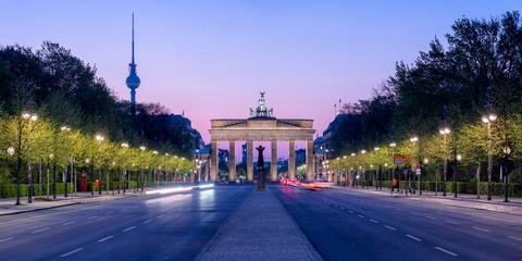 Wall Mural - Brandenburger Tor und Fernsehturm in Berlin, Deutschland