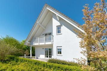 Einfamilienhaus mit Terrasse, weiss