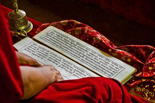 tibet monk buddhist book prayers written language