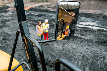 Fotomurales - Workers in quarry seen in the mirror of a heavy-duty truck