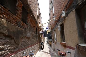 Photo sur Aluminium narrow street in old town