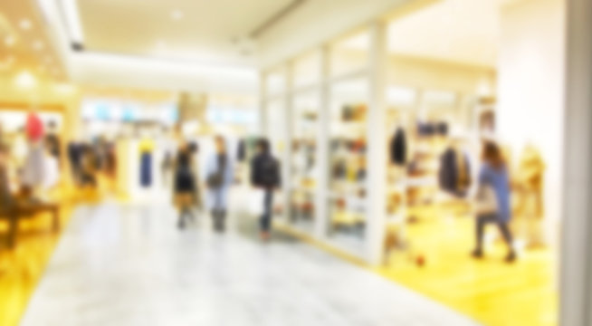 デフォーカスで撮影したショッピングモールの通路イメージ