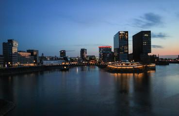 Düsseldorf, MedienHafen bei Nacht
