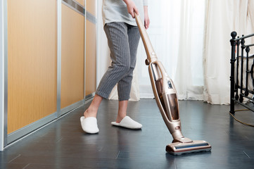 Use a wireless vacuum cleaner to clean the floor
