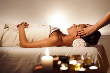 Photo sur Aluminium Detente Young girl having face massage, relaxing in spa salon