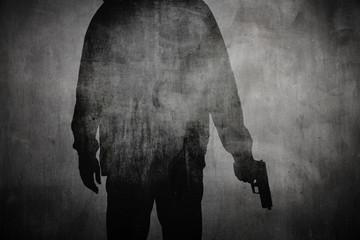 Silhouette von einem Mann mit Pistole - fototapety na wymiar