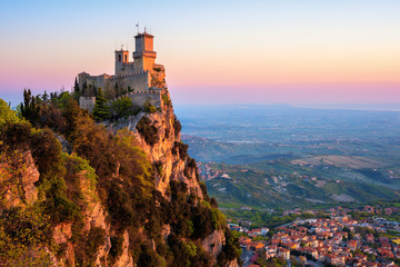 Guaita tower fortress on sunrise, San Marino Fototapete
